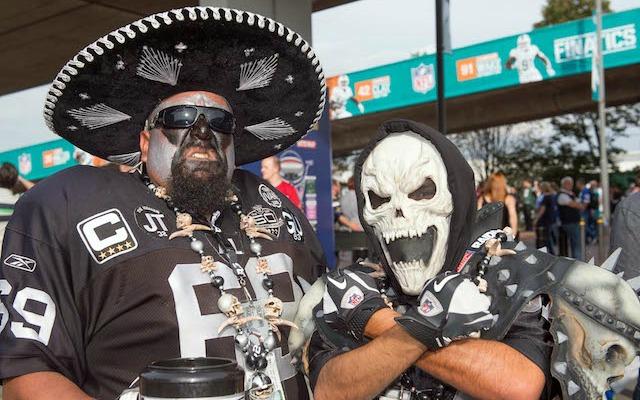 Raiders-fans-LA-01-21-16
