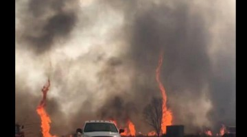 "Firefighters Battling A Massive ""Firenado"" Wildfire"